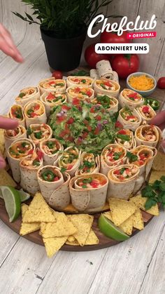 Party Food Platters, Food Dishes, Party Food Buffet, Snack Platter, Antipasto Platter, Party Trays, Dessert Buffet, Snacks Für Party, Dinner Party Foods