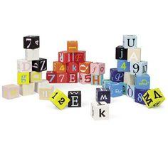 <p>Een schot in de roos deze mooi gekleurde houten blokken met letters en cijfers. Een blok is 3.5 x 3.5 x 3.5 cm. <br />Om torens mee te stapelen maar ook prachtig al woondecoratie op de babykamer.</p>