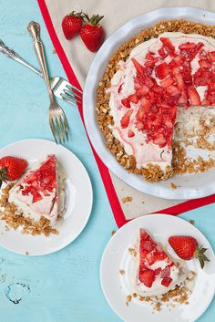 Strawberry Pretzel ice Cream Pie —a modern take on strawberry pretzel salad, via @annieseats