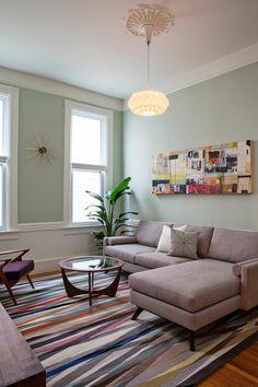 einrichtung wohnzimmer vintage möbel farbiger teppich