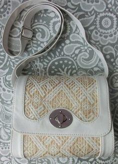Tasche mit Stroh-Flechtmuster