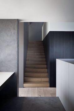 Trappen en treden bekleed met hout i.c.m. een houten vloer. Door familiebedrijf Verhaag al meer dan 100 jaar ambachtelijk gelegd. www.verhaagparket.nl