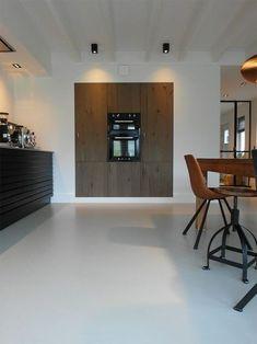 Gietvloer keuken Ouddorp Kitchen Interior, Interior And Exterior, Kitchen Design, Style At Home, Modern Family House, Interior Styling, Interior Design, Scandinavian Kitchen, Home And Living