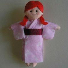 Mini Komono for dolls. The blogger also has many more adorable sewing tutorials!