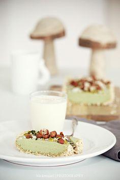 Vegan Matcha Cake recipe (in German). Looks delicious :D
