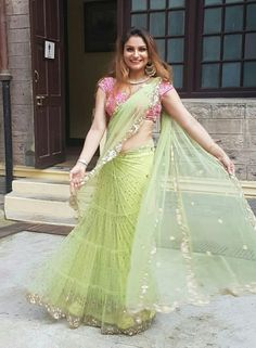 Dress blouses Best Bridal Lehenga designs this wedding season! Saree Gown, Chiffon Saree, Lehanga Saree, Net Saree, Saree Draping Styles, Saree Styles, Lehenga Designs, Saree Blouse Designs, Indian Dresses