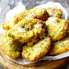Recipe with video instructions: Deliciously crispy, these bite size bundles of zucchini goodness will have tongues wagging! Zucchini fritters are a great antipasto or side dish…just try to stop. Side Dish Recipes, Veggie Recipes, Healthy Dinner Recipes, Healthy Snacks, Vegetarian Recipes, Healthy Eating, Cooking Recipes, Manger Healthy, Comidas Light