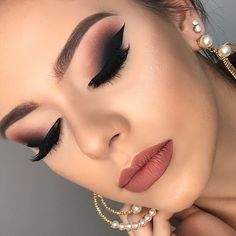 Gorgeous Makeup: Tips and Tricks With Eye Makeup and Eyeshadow – Makeup Design Ideas Hooded Eye Makeup, Hooded Eyes, Eye Makeup Tips, Smokey Eye Makeup, Makeup Goals, Makeup Eyeshadow, Easy Makeup, Nyx Lipstick, Makeup Brushes