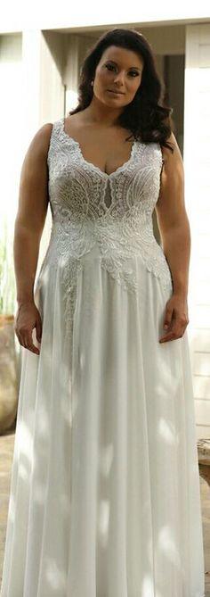 This elegant plus size wedding gown is perfect for destination wedding. So light yet so sexy. CHLOE. STUDIO LEVANA.2018
