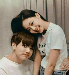 Jennie e kook Kim Taehyung Funny, Bts Jungkook, Twin Star Exorcist, Bts Girl, Bts Inspired Outfits, Jennie Kim Blackpink, Kpop Couples, Jungkook Aesthetic, Blackpink And Bts