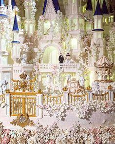 Large Wedding Cakes, Extravagant Wedding Cakes, Wedding Cake Fresh Flowers, Purple Wedding Cakes, Fountain Wedding Cakes, Christmas Themed Cake, Bali Wedding, Dream Wedding, Wedding Ideas