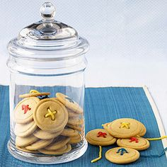 CUTE button cookies! - have the jar to go with this - put pic of Tess as a baby near this one