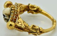 MUSEUM-antique-Victorian-18k-gold-amp-Diamonds-Memento-Mori-Skull-Skeletons-ring