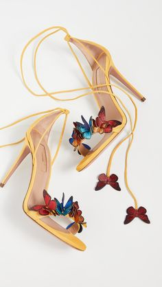 Butterfly applique shoes outfits for summer wedding guests what to wear for a summer wedding ootd crown quinceanera set quinceanera accessories Fancy Shoes, Pretty Shoes, Beautiful Shoes, Cute Shoes, Me Too Shoes, Unique Shoes, Beautiful Outfits, Butterfly Heels, High Heels