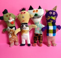 Look at all of these adorable handmade cats! Sock Animals, Soft Sculpture, Plush Dolls, Fabric Dolls, Diy Toys, Softies, Kids Playing, Art Dolls, Textiles