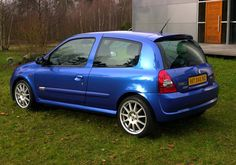 Renault Clio II Renault Sport Ragnotti (2003) Clio Sport, Renault Sport, Moto Car, Old School Cars, Lewis Hamilton, Cars And Motorcycles, Nissan, Automobile, Clothes