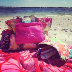 Thirty One gifts on the lake. Super organizing utility tote (island damask), thermal pouch for sunscreen, pocket a tote for phone and keys, and bring a bottle thermal for water. LOVE!!