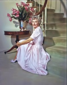 """artdecoluv: """" Barbara Stanwyck Still stunning at I removed the watermark (shhh, don't tell), enhanced the color and slightly enlarged the image I found. In order to look like that at you. Golden Age Of Hollywood, In Hollywood, Hollywood Glamour, Hollywood Homes, Classic Hollywood, Richard Long, Fritz Lang, Gone Girl, Barbara Stanwyck"""