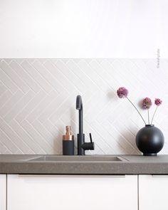 Jaba, House Goals, Scandinavian Interior, New Kitchen, Home And Living, Backsplash, Toilet, New Homes, Interior Design