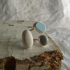 Sterling silver sea stone ring. Beach pebble jewelry. Three stones ring. Light blue stone ring. Sea Glass Jewelry, Stone Jewelry, Argent Sterling, Sterling Silver, Beach Stones, Three Stone Rings, Gift For Lover, Gemstone Rings, Silver Rings