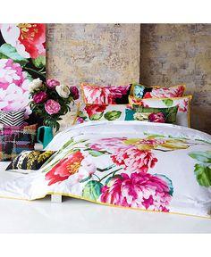 11 Modern floral homewares for that Spring feeling