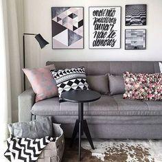 Ando em um caso de amor com essa combinação cinza + rosa {} Além disso, amei a composição de estampas dos quadros e almofadas { Projeto Carol Milluzi }
