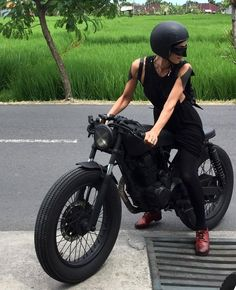 Motorcycle style girls cafe racers ideas for 2019 Moto Bike, Cafe Racer Motorcycle, Motorcycle Style, Cafe Racers, Suzuki Cafe Racer, Cafe Racer Style, Cafe Racer Girl, Cafe Bike, Cafe Racer Bikes