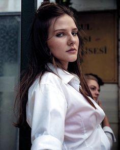 Turkish Women Beautiful, Turkish Beauty, Lemon Water Weight Loss, Alina Boz, Vogue Men, Good Good Father, Turkish Actors, Netflix Original Series, Netflix Series