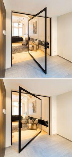 Drehtür aus Glas dreht sich um 360 Grad