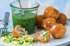 50 nejlepších receptů s mletým masem | Apetitonline.cz Mozzarella, Menu, Chicken, Menu Board Design, Cubs