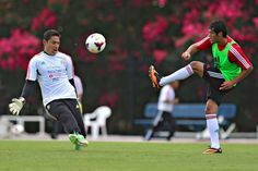 Moises Muñoz y Javier Orozco durante el entrenamiento en la universidad de Emory, previo al partido de cuartos de final de la Copa Oro 2013