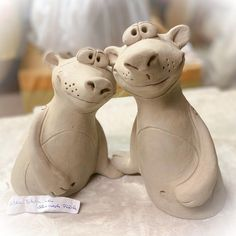 Pottery Animals, Hand Built Pottery, Garden Sculpture, Craft Projects, Outdoor Decor, Crafts, Pottery, Wood Carving Art, Carving Wood