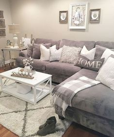 Awesome 65 Modern Farmhouse Living Room Makeover Ideas https://decorecor.com/65-modern-farmhouse-living-room-makeover-ideas