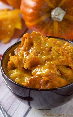 Delicious & decadent this crockpot Pumpkin Bread Pudding is a must make for your Thanksgiving. Crock Pot Desserts, Slow Cooker Desserts, Slow Cooker Recipes, Crockpot Recipes, Cooking Recipes, Yummy Recipes, Delicious Desserts, Dessert Crepes, Bread Pudding With Apples