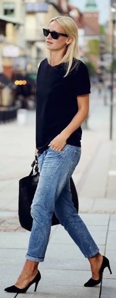 Street style | Simple black tee with boyfriend jeans and heels | Latest fashion trends