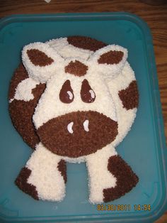 Cow Birthday - all you need to make is 2 round cakes.  Then cut out the face, legs, and ears from the second cake. Tada!  Ready to decorate!!!