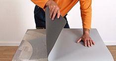 Et bord beklædt med linoleum er nemt at lave selv. Alt, hvad du skal bruge, er en træplade, en rulle linoleum og en bøtte lim. Se her, hvordan du gør.