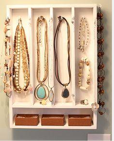 Pendura jóias, tabuleiro de talheres