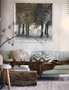 Een mooie afbeelding van de poten van schapen op old canvas. Leuk om cadeau te geven of op te hangen in je eigen huis. Het is mogelijk om het doek met vier, drie (zoals op de foto), twee of zonder ringen te bestellen. Graag even aangeven bij notitie waar de voorkeur naar uit gaat. De foto komt uit het januari nummer van het VT Wonen magazine. Lets Stay Home, Outdoor Fashion, Shag Rug, Interior Inspiration, Cosy, Photo Wall, Home And Garden, Throw Pillows, Living Room