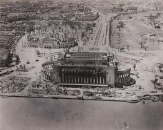 spot the Philippine Post Office, Metropolitan Theater and the Manila City Hall in the picture. Retro Pi, Philippine Architecture, Philippines Culture, Back In Time, Post Office, Aerial View, Manila, Cool Photos, Interesting Photos