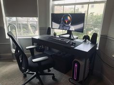 Does your work require you to sit for long hours at the computer? We've created a comprehensive list of the best computer chair for long hours of sitting. Best Computer Chairs, Computer Desk Setup, Cool Office Desk, Workspace Desk, Best Office Chair, Office Setup, Pc Setup, Gaming Setup, Office Chairs