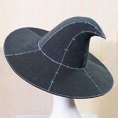 Wizard Costume, Diy Tops, Sewing Baskets, Kitchen Witch, Diy Halloween Costumes, Historical Clothing, Leather Working, Stylish, Witch Hats