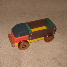 Toy Lorry Woodworking Plan by Dave
