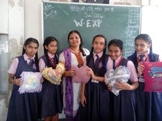 Sudha miss the work experience teacher  sharing the art of making apron out of waste  clothes . #teacher #experience #waste #art #work