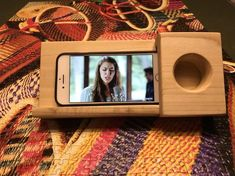 Excited to share this item from my shop: Phone dock and acoustic speaker Wooden Speakers, Diy Speakers, Iphone Speakers, Diy Phone Stand, Wooden Tool Boxes, Furniture Wax, Wooden Gifts, Docking Station, Iphone Models