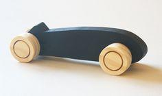 Juguetes de madera Washava Sasha | Kireei, cosas bellas Dremel Tool Projects, Wood Projects, Woodworking Projects, Wooden Board Games, Spool Tables, Wooden Car, Wood Toys, Creative Kids, Wood Sculpture
