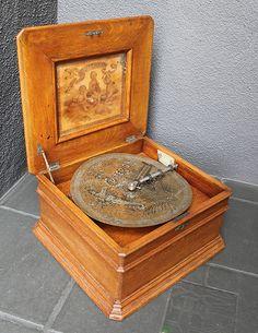 "Antique 1890s Clockwork Oak The Criterion 11 1 2 "" Disc Music Box Plus 18 Discs"