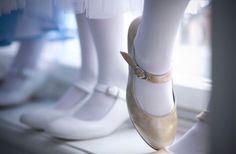 Buty na obcasie dla dziewczynek / High-heeled shoes for girls http://qukeria.pl/?p=1091 źródło zdjęcia: www.croolewna.pl