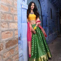 Yellow blouse colorful banarasi lehenga looks so beautiful. Half Saree Lehenga, Banarasi Lehenga, Lehnga Dress, Indian Lehenga, Anarkali, Bridal Lehenga, Brocade Lehenga, Lehenga Style, Sharara