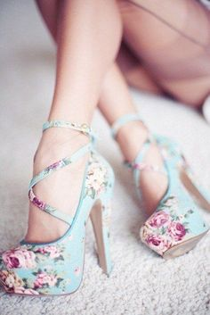 floral high heels fashion mods style pic image photo shoes http://www.womans-heaven.com/floral-high-heels/